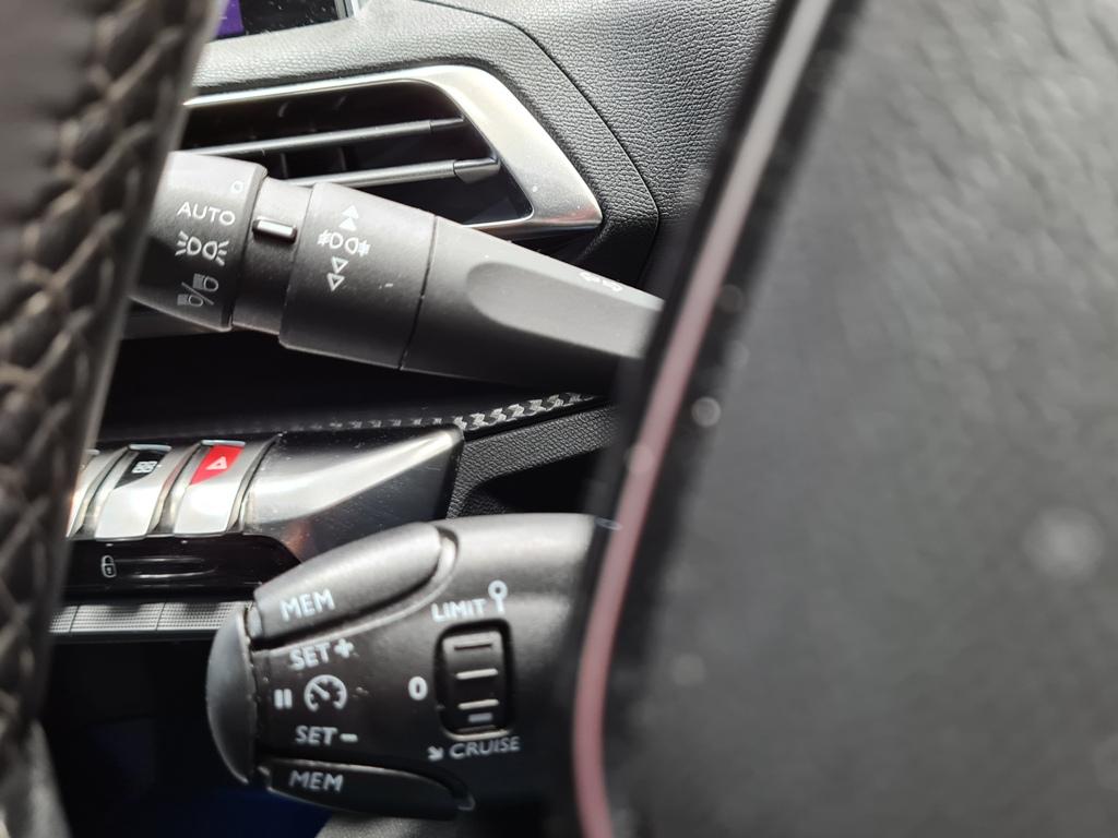 2019 Peugeot 3008 Diesel Manual – Hallidays of Bushmills full